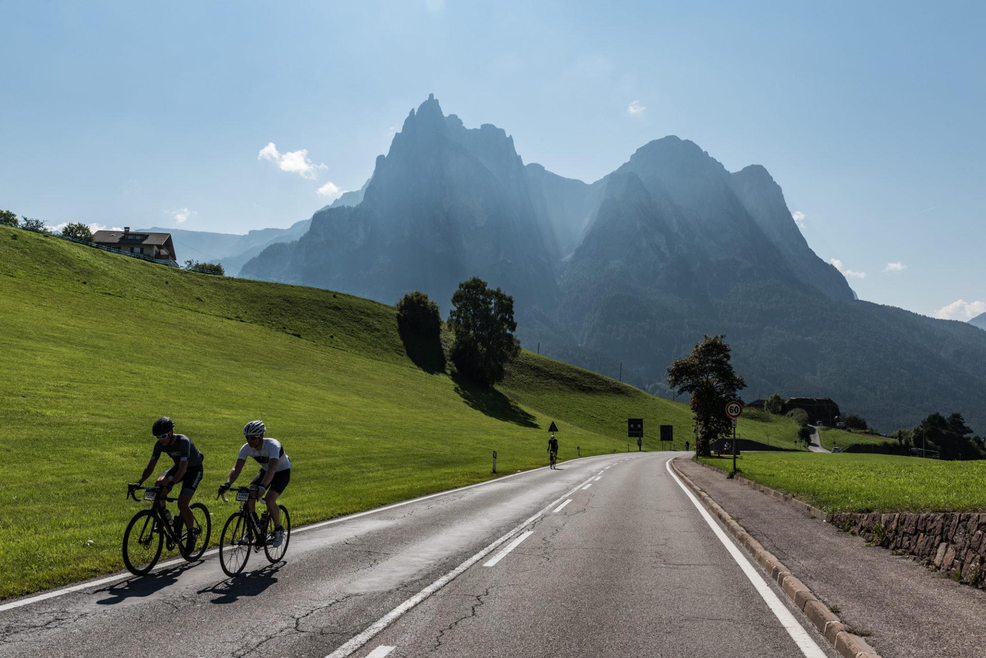 20e7655310a7 Nella nostra piccola esperienza con la bici abbiamo viaggiato un po' e di  differenze rispetto a Como ne abbiamo viste tante. Sulle Dolomiti, a  Mallorca o ...